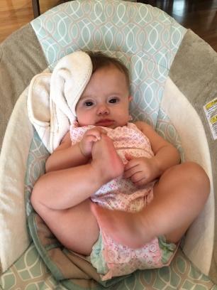 E agora com 5 meses, e o pé que não sai da mão